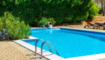 ¿Cómo mantener el agua de tu piscina durante una ola de calor?