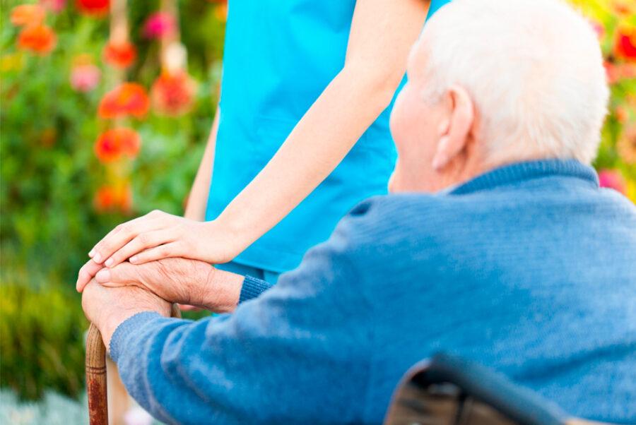 ¿En qué consiste el cuidado de personas mayores?